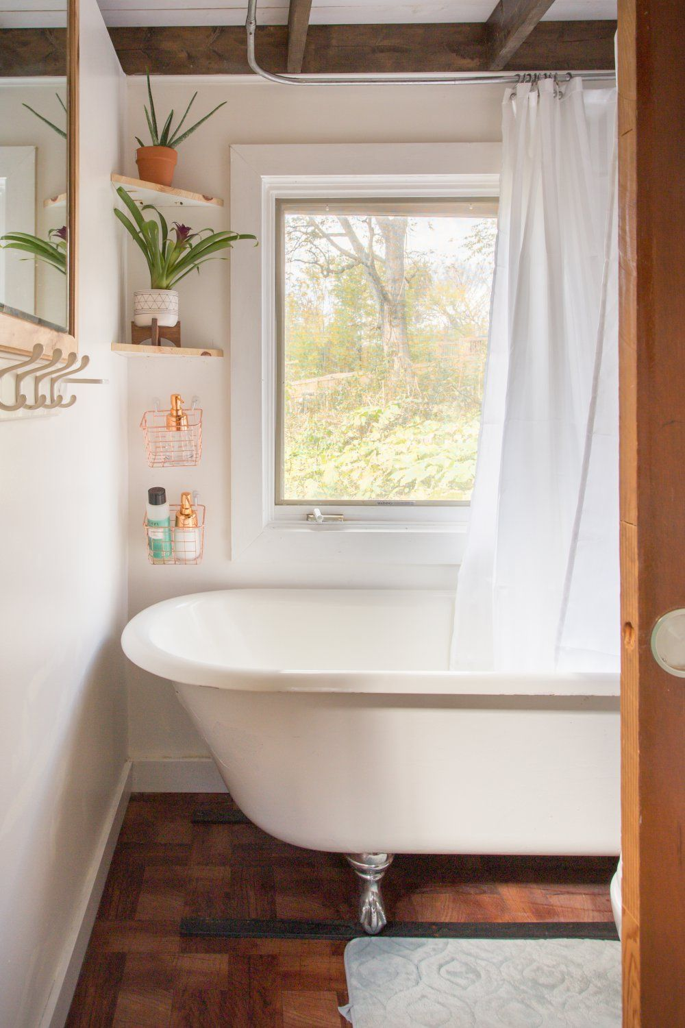 Clawfoot tub in a tiny house in Nashville -- for rent on airbnb