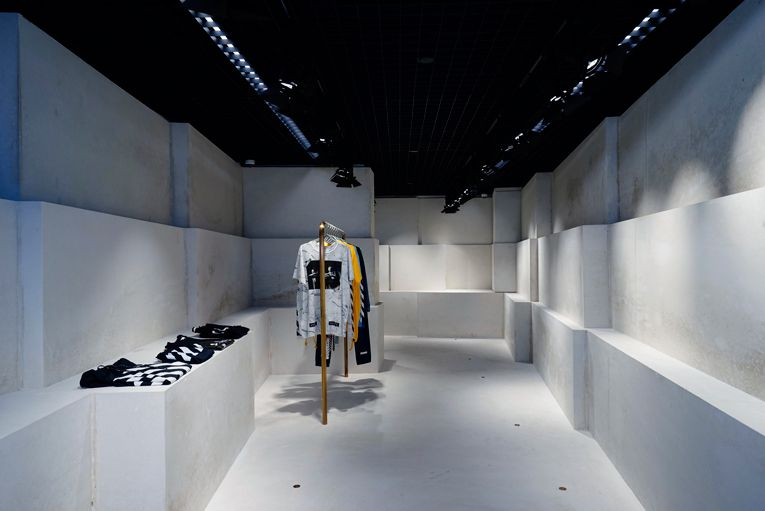 426758c5cb3c superfuture    supernews    hong kong  off-white store opening