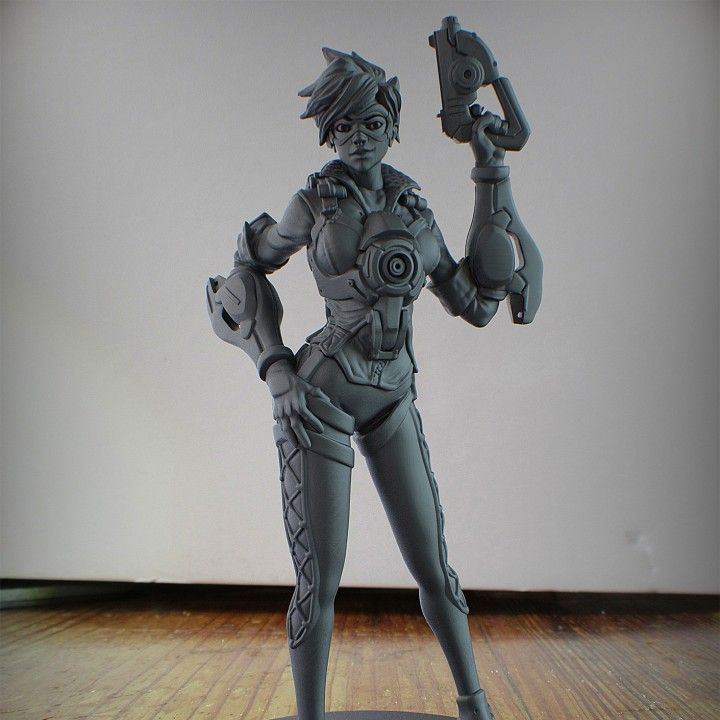3D Printable Overwatch Tracer Full Figure by Printed