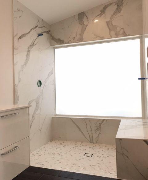 This Is A Beautiful White And Calacatta Quartz Bathroom That Created A Open And Clean Bathroom Space W Quartz Bathroom White Master Bathroom Calacatta Quartz