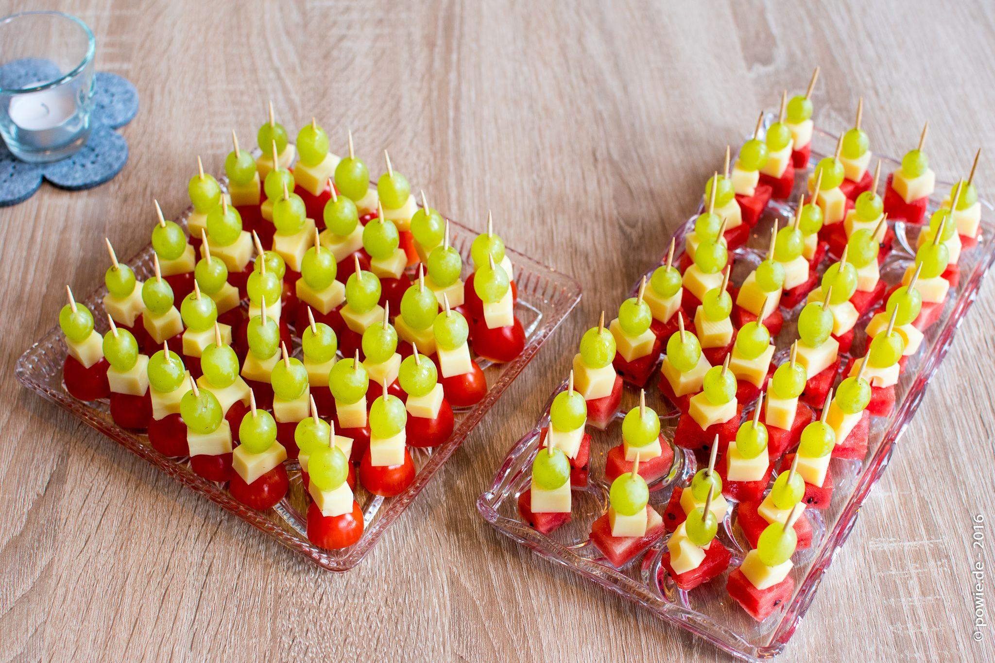 fingerfood mit den zutaten tomaten k se melone und. Black Bedroom Furniture Sets. Home Design Ideas