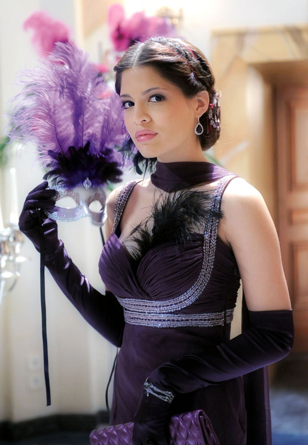 Womens leather gloves purple - German Actress Jasmin Lord Wearing Opera Gloves