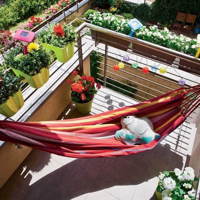 Kolorowy Hamak Na Balkonie Tarasie Design Urzadzanie Urzarzaniewnetrz Urzadzaniewnetrza Inspiracja Inspir Small Balcony Outdoor Furniture House Interior