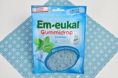 eisfrisches Blau – die Em-eukal Gummidrops sorgen durch ihre einzigartige Kombination aus erfrischendem Menthol und wertvollen Minzölen für freien Atem.