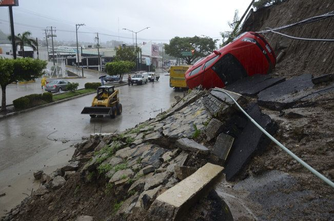 big storms hit mexico on opposite coasts 21 dead storm tropical storm mexico pinterest