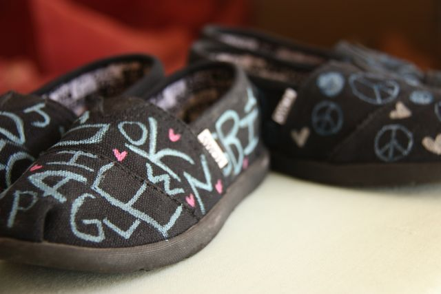 Design Your Own TOMS Shoes | This Mama