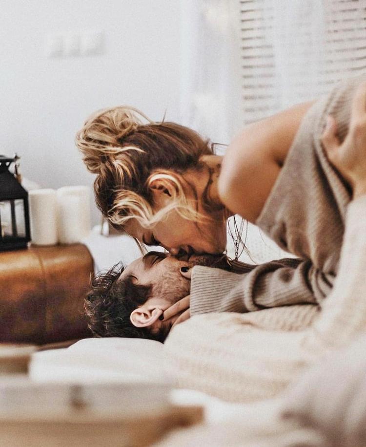 Картинка с утренним поцелуем, днюхой