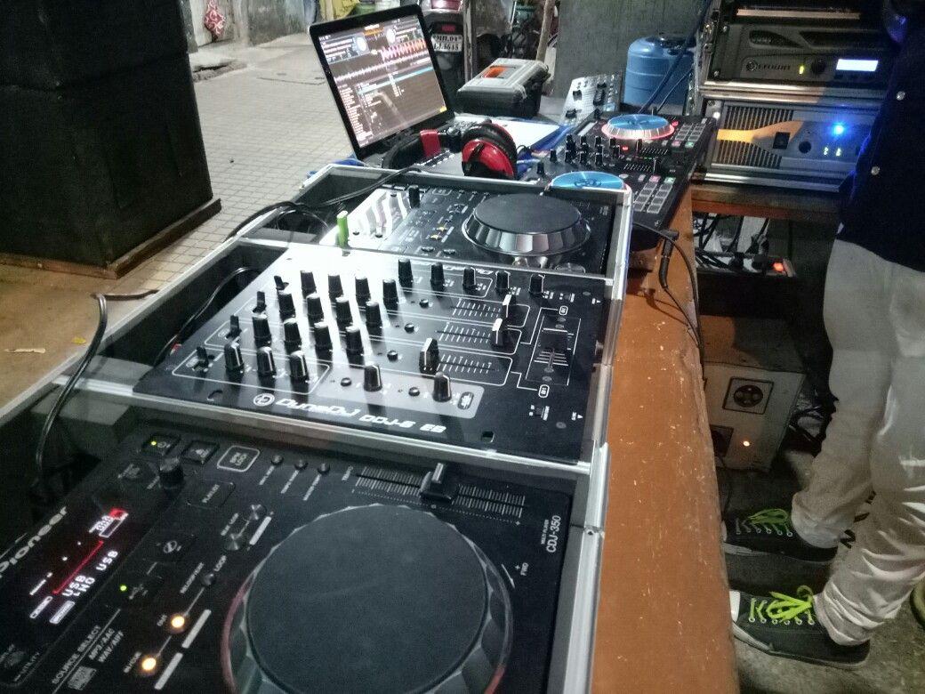 small resolution of pioneer cdj 350 numark mixtrack pro 3 dj controller