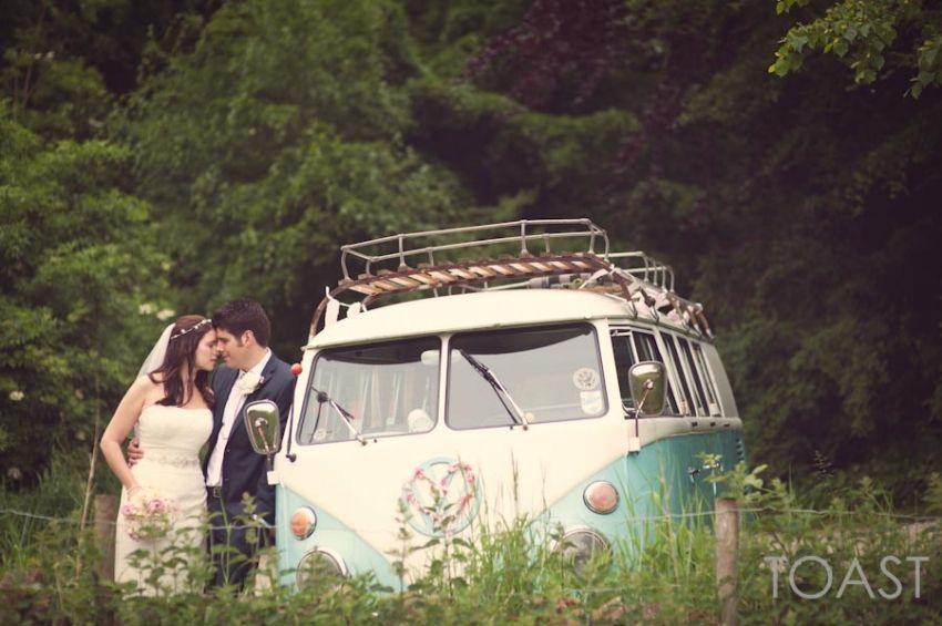 Bride Groom Et Un Camping Car A L Hotel De East Riddlesden Romantique Mariage Boho P Yorkshire Wedding Photographer Harry Potter Wedding Boho Wedding Blog