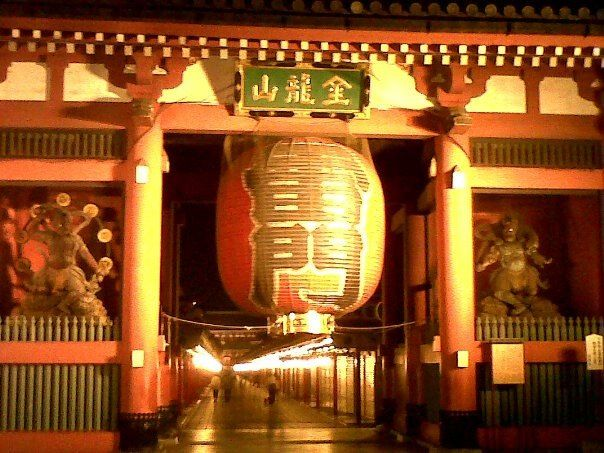 The Lantern Gate at the Sensoji temple in Asakusa