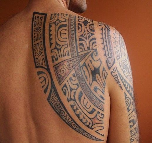 Modèle Tatouage Polynésien Maori Omoplate Homme Pacific