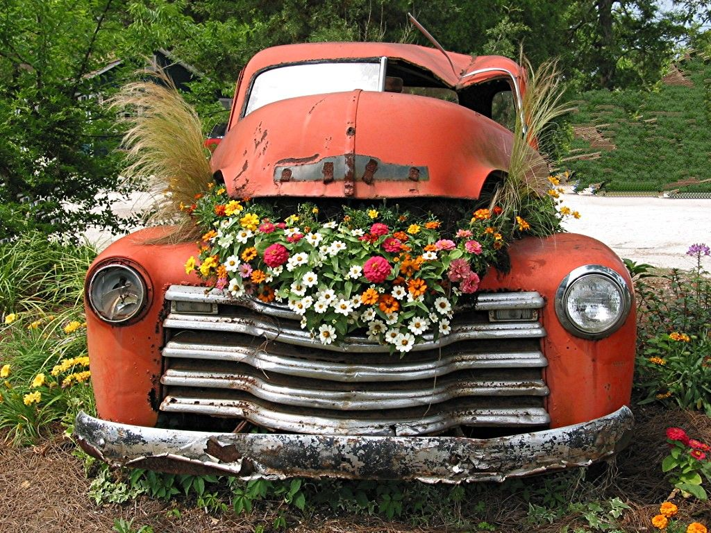 Antique truck as flower planter, near Charleston, SC
