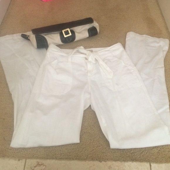 White linen pants Banana republic white Linen pants!  Perfect for spring!! Comfy fit. Never worn. Banana Republic Pants