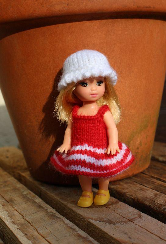 Petite tenue rouge et blanche pour poupée Shelly - vêtements de poupées - Laine et coton - Fait Maison