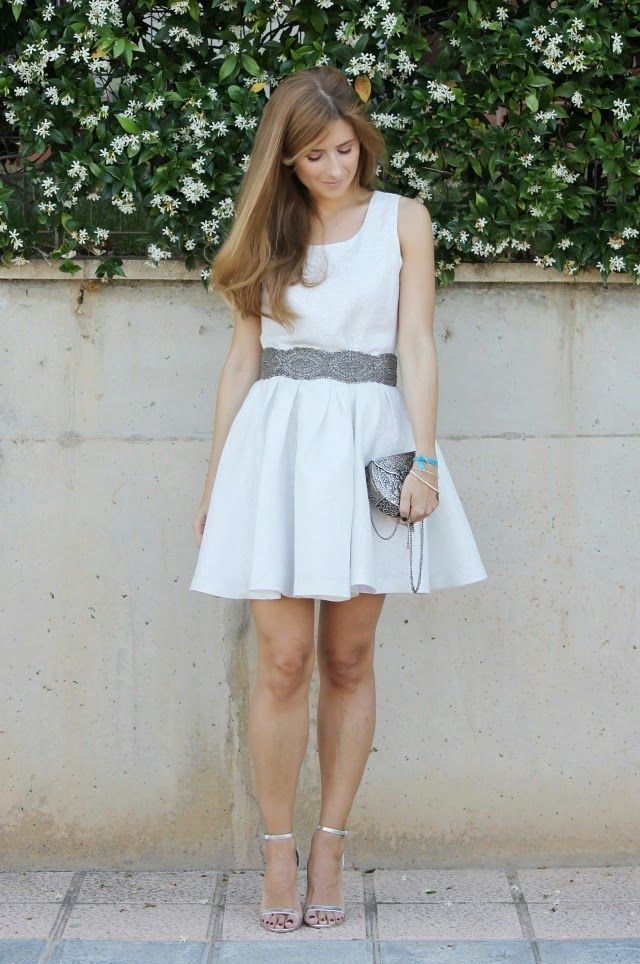 Vestido blanco con plateado corto