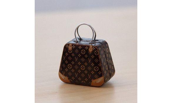 http://www.lescouleursdumariage.com/Boite-a-dragees-valise-par-10-cbRabaIRa.asp