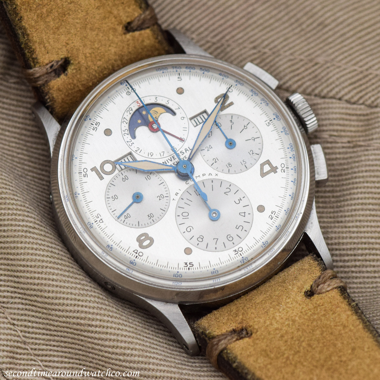 A 1945 Vintage Universal Geneve Tri-Compax Reference 22279. A classic  timepiece. Clean 8d230f6ba3