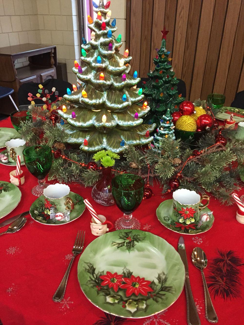 Vintage Christmas Table Setting For Church Daycare Fundraiser Christmas Table Settings Vintage Christmas Decorations Christmas Table