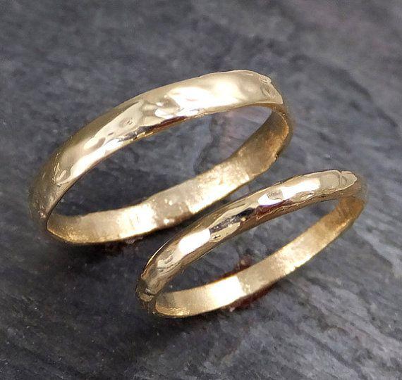Photo of Artículos similares a anillos de boda personalizados (sea 5 mm) juego de bodas con anillos de boda con textura dorada de Angeline gold reciclado en etsy