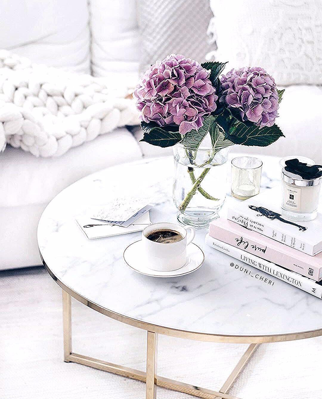 Wunderschöne Blumen Auf Einem Noch Viel Schöneren Couchtisch Marmor Ist Magie Denn Nicht Umson Marble Top Coffee Table Marble Tables Living Room Coffee Table