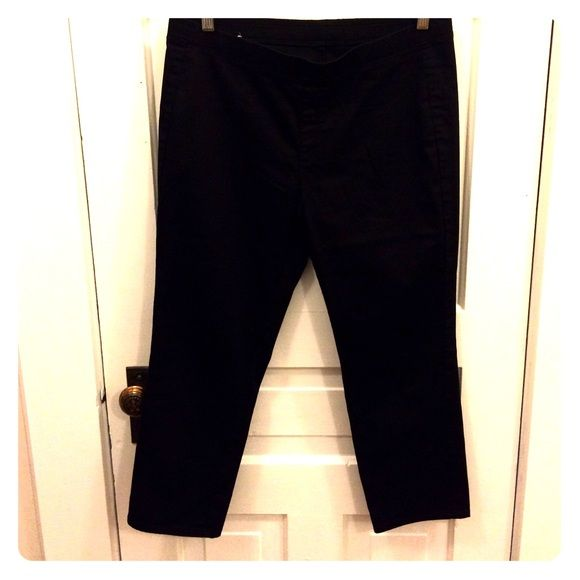 Uniqlo leggings Black chino material type elastic band leggings. They work well for work as they look a bit more like pants than cotton leggings. Hits about the ankle UNIQLO Pants Leggings