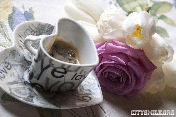 Обои еда, кофе, кофейные, зёрна, розы, чашка скачать обои ...
