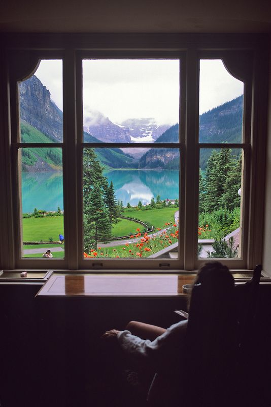 Lake louise alberta canada room with a view - Finestra a bovindo ...