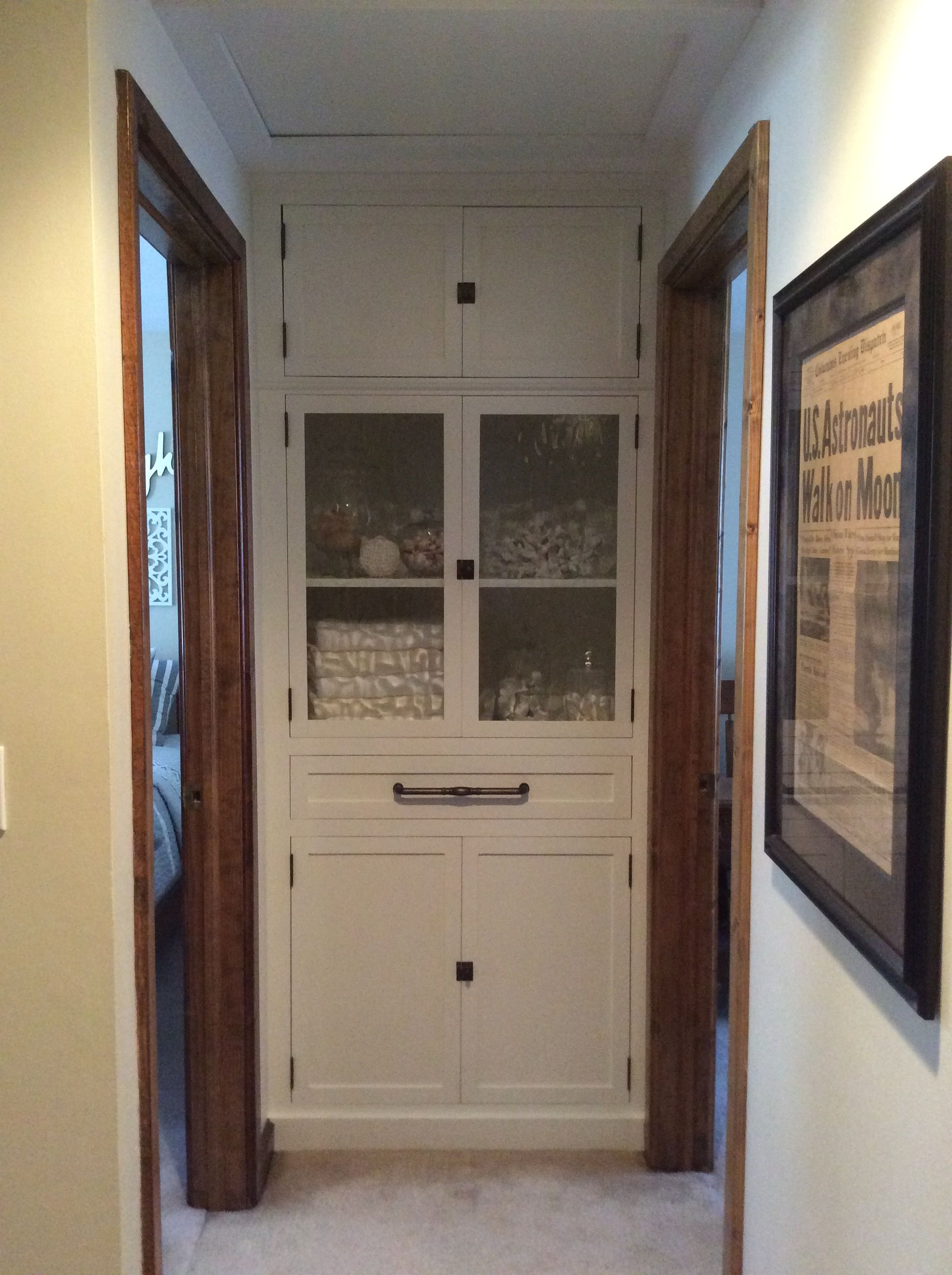 end of hallway linen closet remove bifold door add. Black Bedroom Furniture Sets. Home Design Ideas