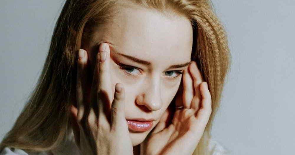 غالبا ما يرتبط صداع الرأس المستمر في منطقة الجبهة أو كامل الرأس بالصداع النصفي في هذه الحالة يمكنك الشعور بالألم ينبض ويمكن أ Headache Endometriosis Migraine