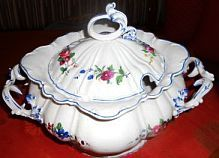 Zahlreiche neue Leserfragen zu Porzellan und Keramik online: http://sammler.com/keramik/#Mails