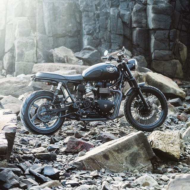 The Onyx, built at the @deushouse by @jeremy.tagand.  #deuscustoms