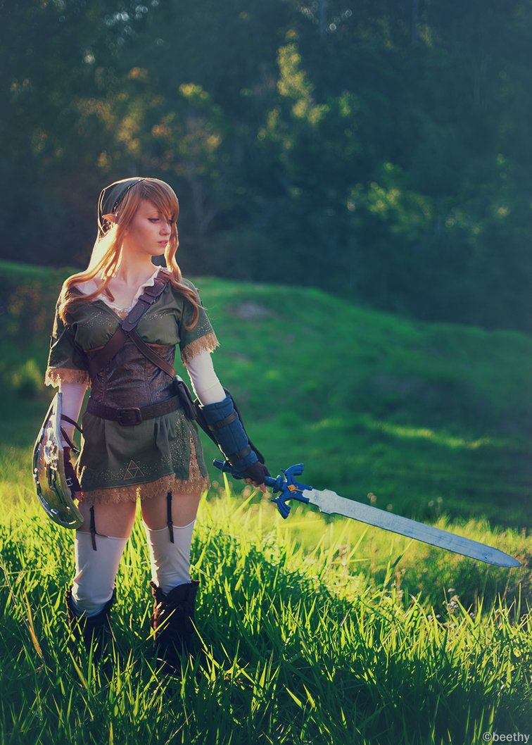 Female Link:www.facebook.com/TaliaMiraCosp…/ Assistant: Talia's handler Doing this shoot was so much fun. I would love to do more Zelda related things! If you enjoy my work please...