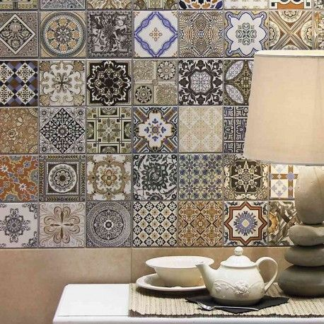 A collection of porcelain from the Spanish factory. The product has ...