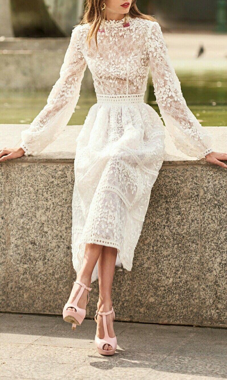 Knielanges Brautkleid aus Spitze #purewhite