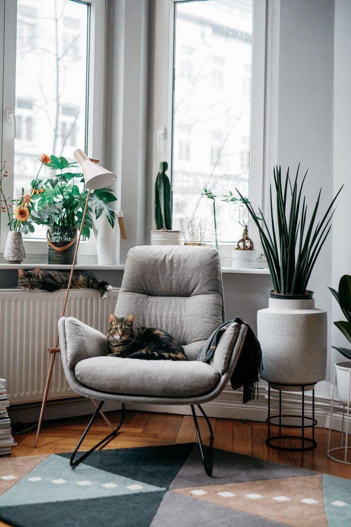 Masha Sedgwick Apartment Location Berlin Mitte Germany Blogger At Home Interior Leseecke Erker Nutzen I Wohnen Innenarchitektur Wohnzimmer Sessel