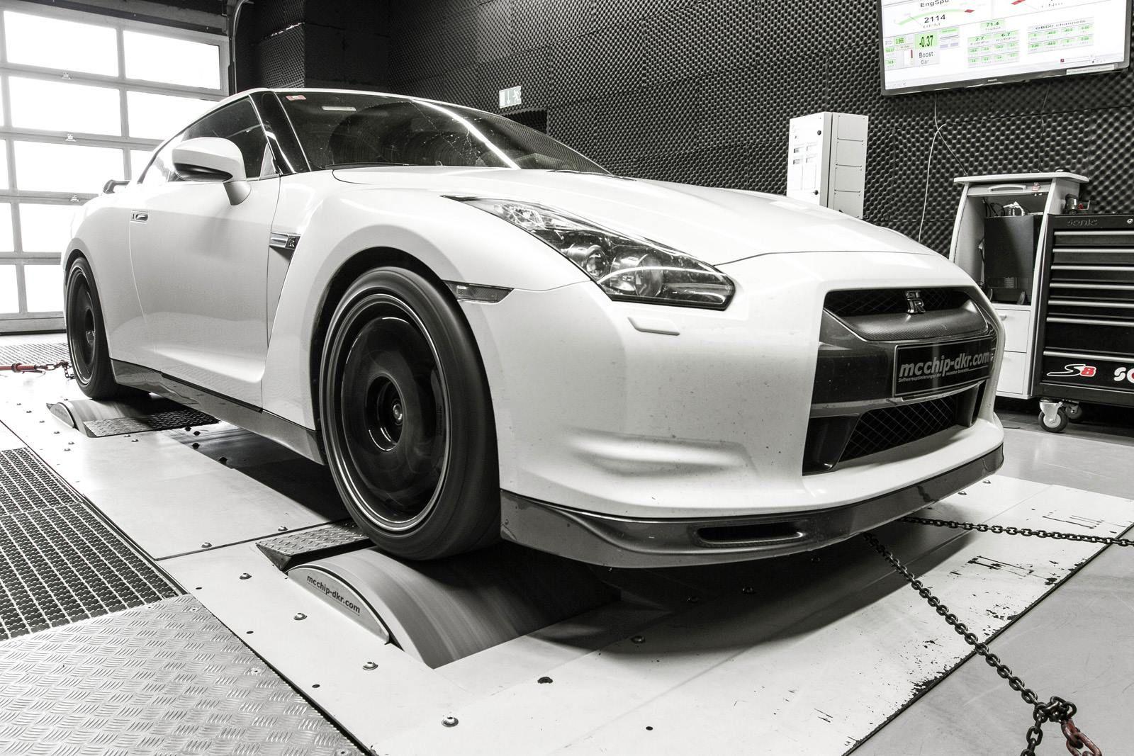 Mcchip-DKR Stage 3 Nissan GT-R SpecV 3.8 V6 Bi-Turbo emits 743PS power  (8)