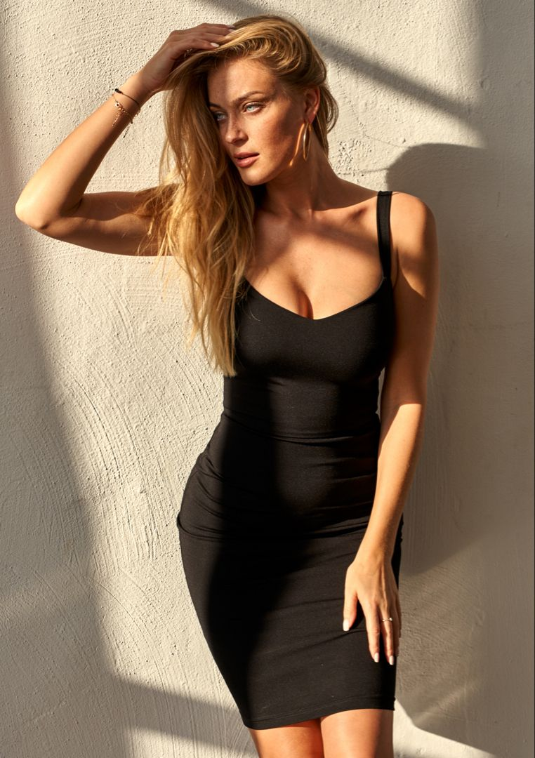 Dopasowana Sukienka O Sredniej Dlugosci Czarna F01 Mosquito Tight Dresses Dresses Little Black Dress
