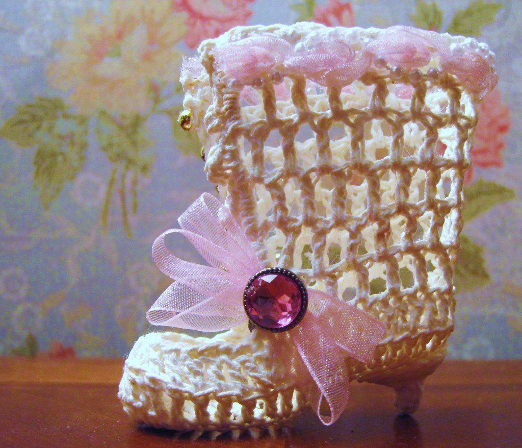 Free Vintage Crochet Pattern: Victorian Boot Ornament