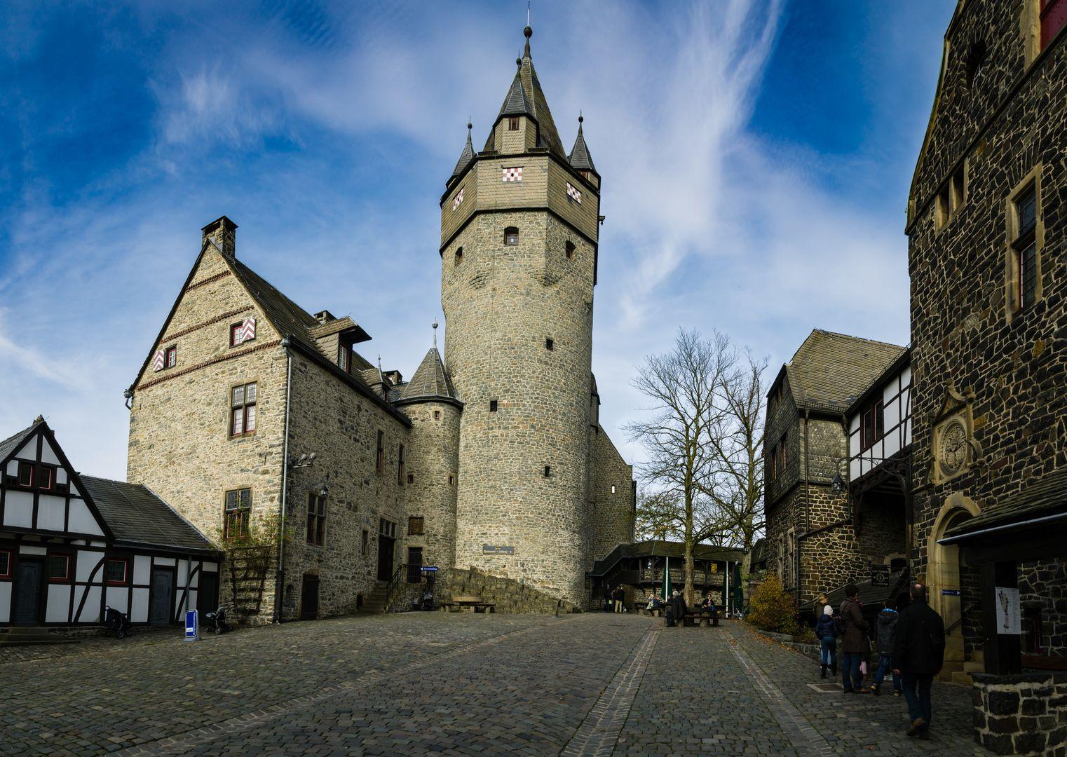 Burg Altena Oberer Burghof Burg Burgen Und Schlosser Kathedrale