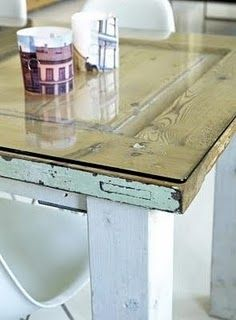 Tavolo Vetro Fai Da Te.Una Lastra Di Vetro Sopra Una Vecchia Porta E Hai Il Tavolo
