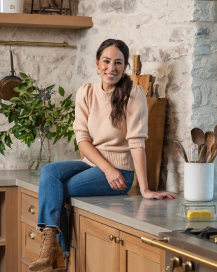 Joanna Gaines S New Cookbook Is Here And It Comes With A Magnolia Gift Card Joanna Gaines Style Joanna Gaines Chip And Joanna Gaines