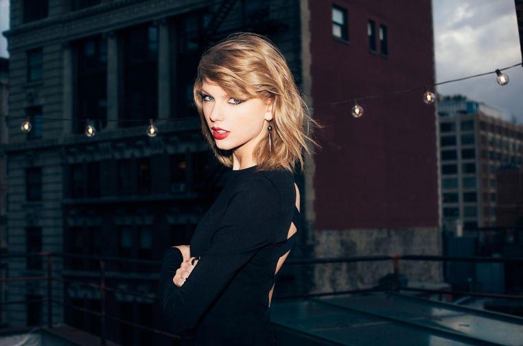 Los fans pueden estar felices de escuchar que Taylor Swift regresa a Spotify.    Después de que hace unos años la cantante retirara toda su música del servicio de streaming ella misma decide volver.Sin embargo, no se