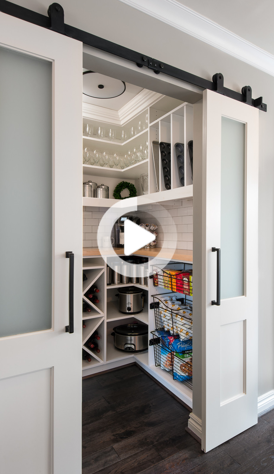 Barn Door Cabina Pantry Transitional Rimodellare Cucina Transitional Cucina Detroit Da Mainstreet Design Build Cucinadiluna In 2020