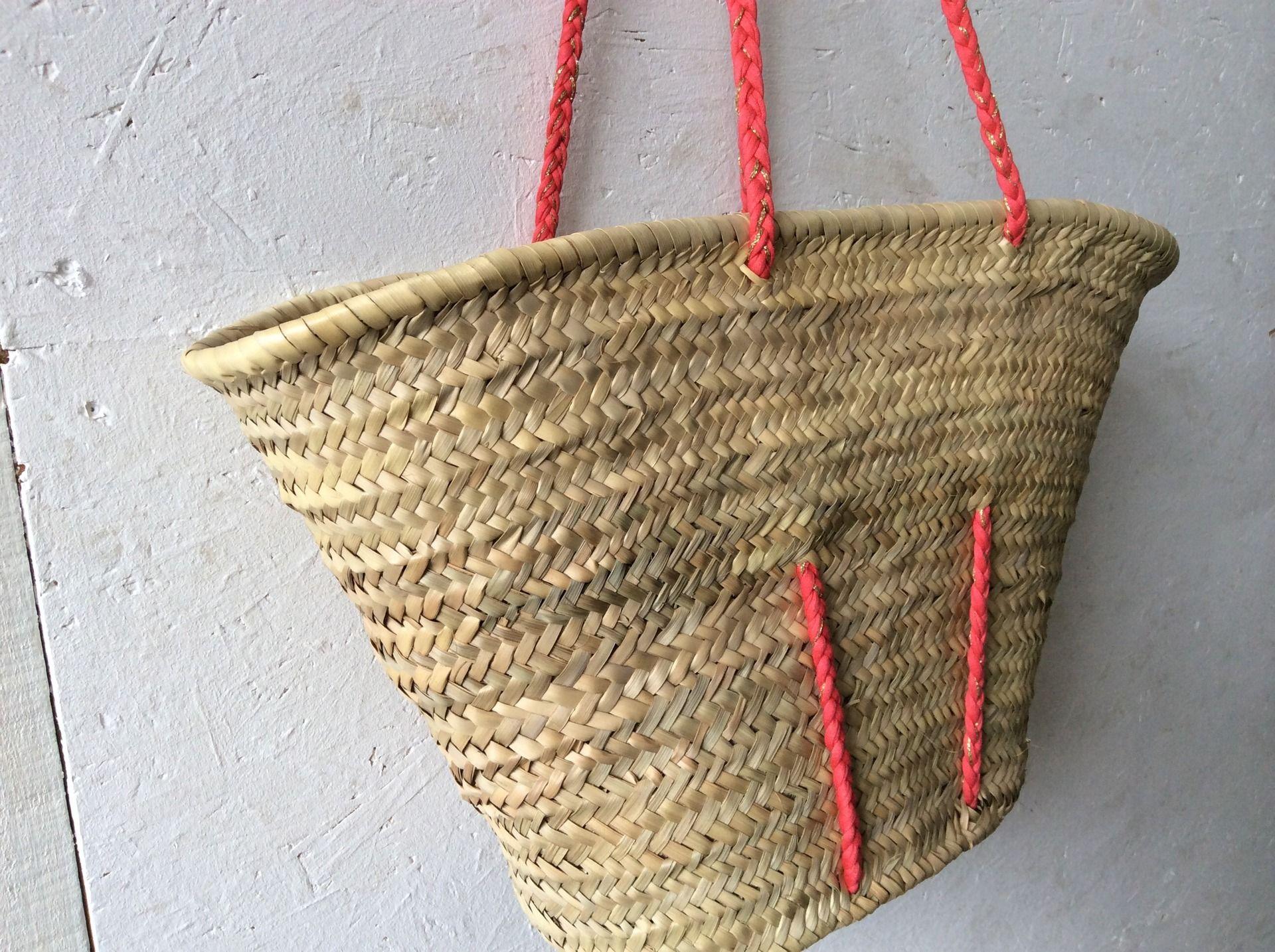 panier de plage en paille grandes anses en trapilho corail et dor tress sacs bandouli re. Black Bedroom Furniture Sets. Home Design Ideas