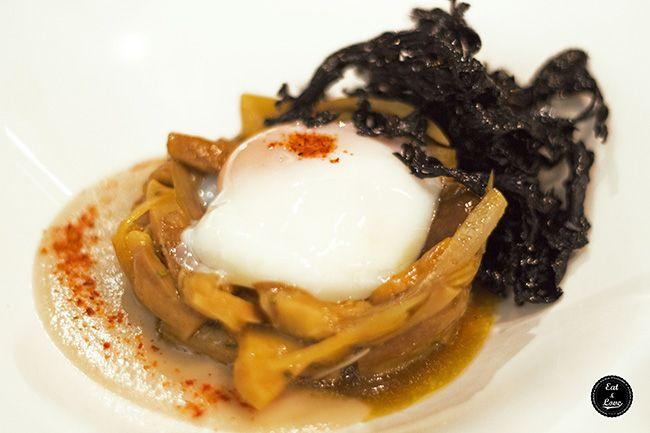 Huevo de la sierra cocinado a 65º sobre fricasé de hongos - Restaurante Metro Bistro madrid