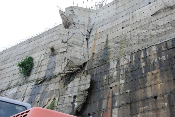 Sequestrato quartiere abusivo a Vibo, 13 indagati Le foto dell'area interessata da frane e smottamenti - Media - Il Quotidiano della Calabria