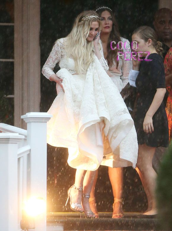 Ashlee Simpson Looks Angelic In Her Wedding Dress! See The Sweet ...