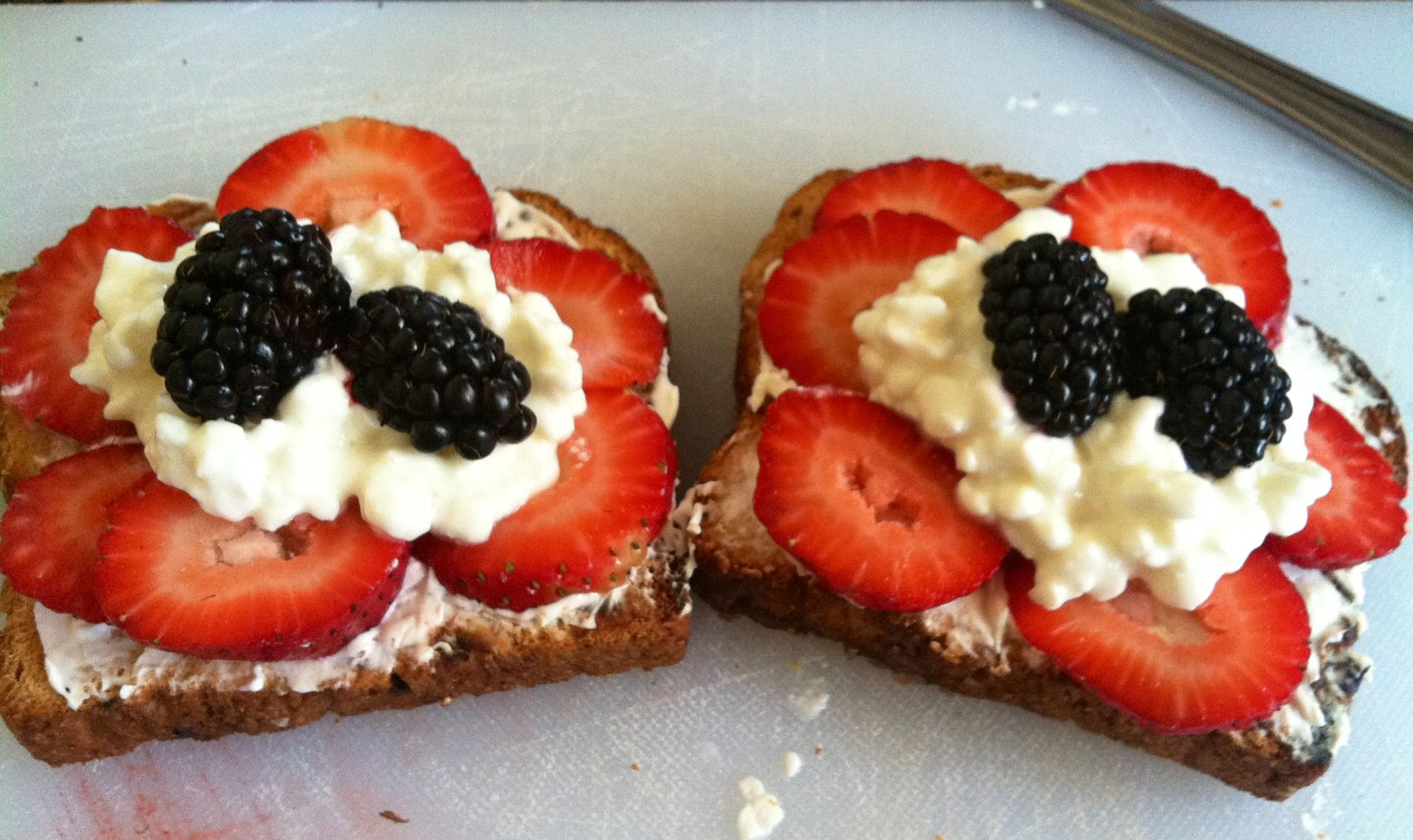 Perfect breakfast! Raisin toast, cream cheese, strawberry, cottage cheese, and blackberry.