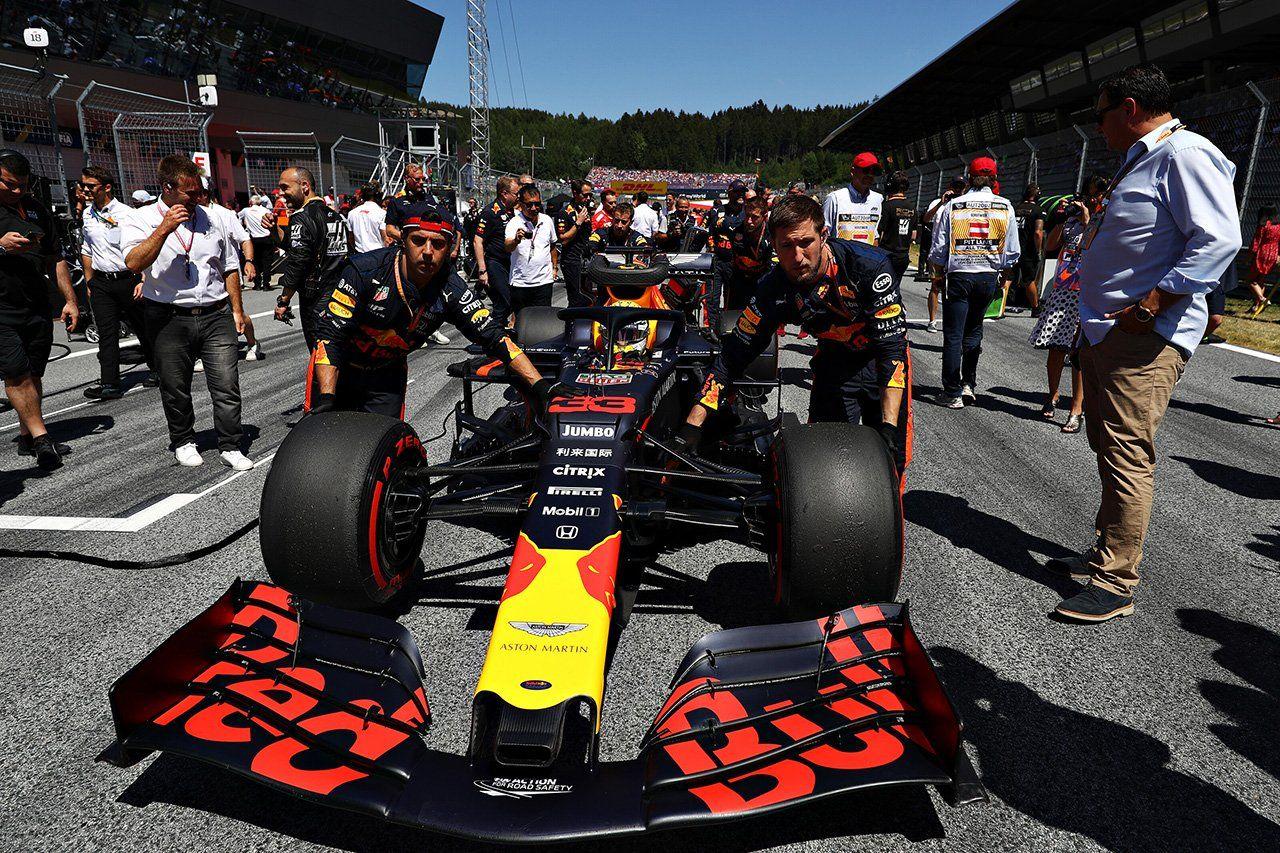 F1:無観客レースの開催にも課題…1000人近いスタッフが関与  [F1 / Formula 1]