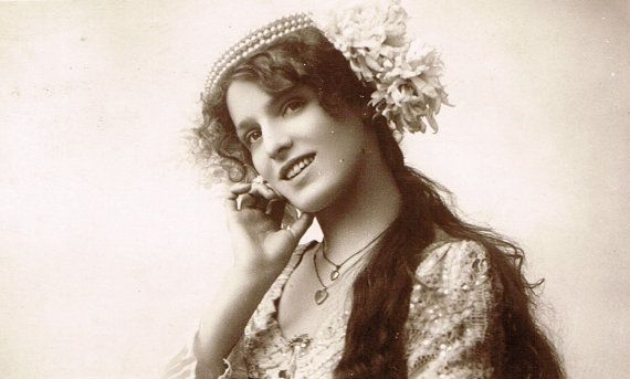 Miss Daisy Revett, Beautiful Edwardian English Theatre Actress, Rare 1900s Original Photo Postcard Used in 1906